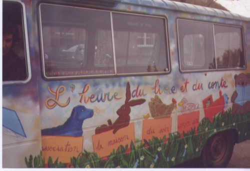 Photo bus heure du livre et du conte 2.jpg